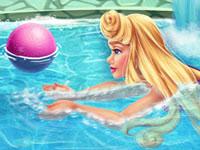Jeu La Belle au Bois Dormant à la piscine